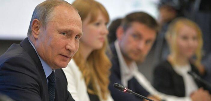 Путин поручил IT-компаниям перейти на отечественное программное обеспечение.