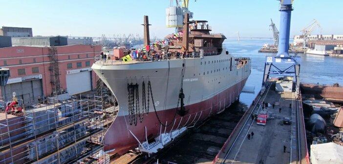 В Петербурге спустили на воду первый рыболовный супертраулер